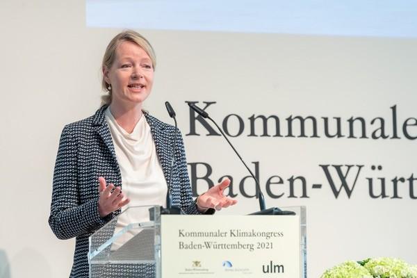 Thekla Walker, Umweltministerin von Baden-Württemberg bei ihrer Rede auf dem kommunalen Klimakongress 2021 / Quelle: Umweltministerium BW, Martin Stollberg