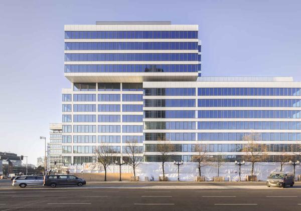 Das Bild ein Bürogebäude in Berlin vor der Revitalisierung. Quelle: Lev Chestakov