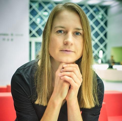 Porträt von Prof. Maren Urner, Keynote-Speakerin auf dem Herbstforum 2021 / Quelle: Michael Jungblut